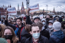 Protesters rally in support of jailed opposition leader Alexei Navalny in Moscow on Wednesday, April 21, 2021, as Russian authoritarianism has become deeper and stronger. (Sergey Ponomarev / The New York Times)